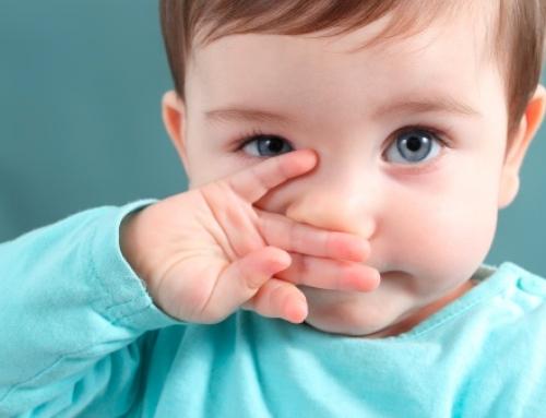 ¿Cómo combatir los mocos en niños pequeños?